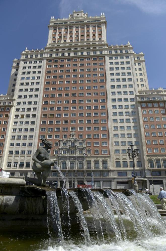 Carmena no pone límite al coste del Edificio España