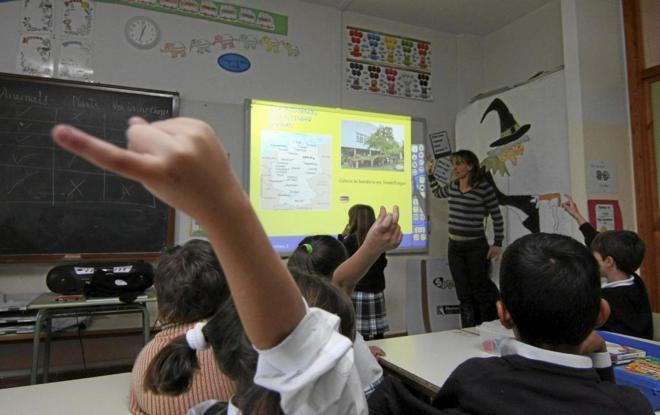 Cifuentes lidia el morlaco de la Educación en Madrid