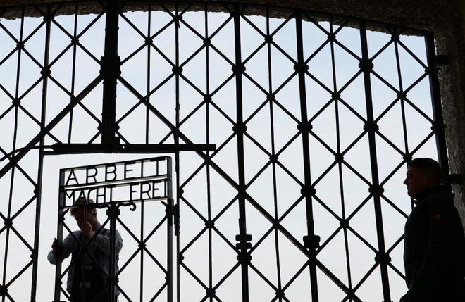 Encuentran la puerta del campo de concentración nazi de Dachau
