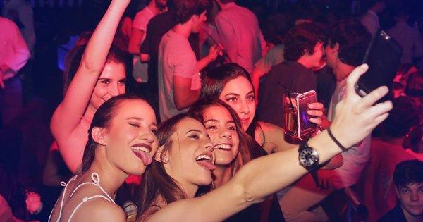La policía desaloja una discoteca con menores por exceso de aforo