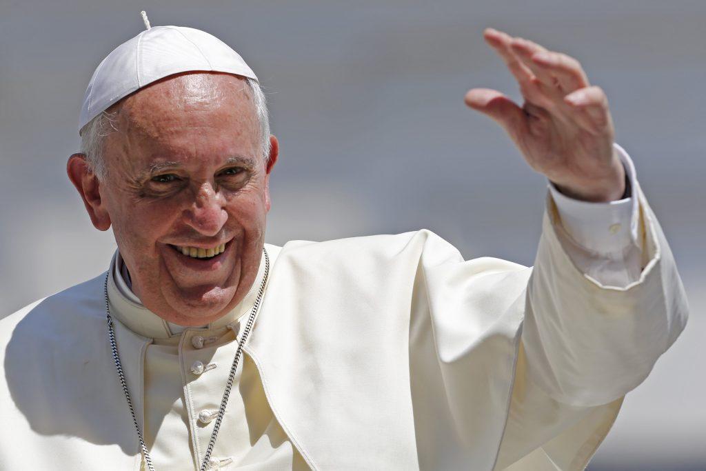 Carmena invitará a Madrid en abril al Papa Francisco