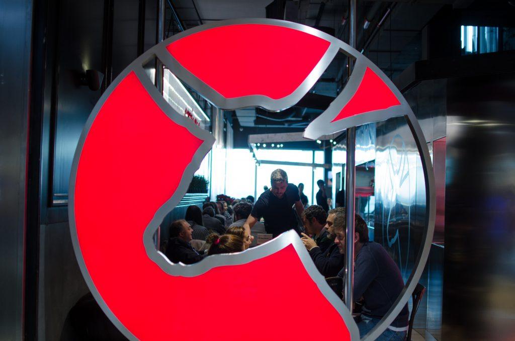 """Hamburguesa Nostra: """"No hay muchos restaurantes que se atrevan a vender el mismo producto que se sirve en la mesa"""""""