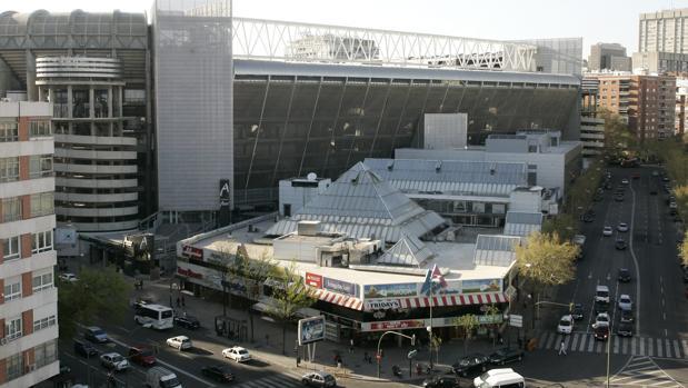 Ordenan el cierre de la Esquina del Bernabéu